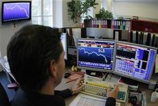 <p>Мужчина работает на фондовой бирже в Вене 29 октября 2008 года. Сменить область работы внутри компании может быть очень непросто. Если начальство видит вас только как IT-сотрудника, то будет довольно сложно убедить его, что и на должности маркетолога вы сможете хорошо себя проявить. Ниже представлены три совета, как убедить босса в том, что вы готовы к чему-то новому. REUTERS/Heinz-Peter Bader</p>