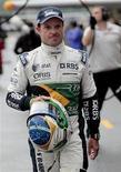 <p>Rubens Barrichello da Williams depois de sessão de treino livre no GP do Brasil em Interlagos. Barrichello afirmou que deve permanecer na equipe Williams para o próximo ano. 06/11/2010 REUTERS/Paulo Whitaker</p>