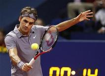 <p>Switzerland's Roger Federer returns the ball to Novak Djokovic of Serbia during their final match at the Swiss Indoors tennis tournament in Basel November 7, 2010. REUTERS/Arnd Wiegmann</p>