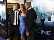 """<p>Актеры фильма """"Скайлайн"""" на премьере в Лос-Анджелесе 9 ноября 2010 года. Что делать, если проснувшись утром, вы увидите, как ваших друзей забирают к себе наверх отнюдь не мирно настроенные инопланетяне? REUTERS/Mario Anzuoni(UNITED STATES)</p>"""