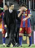 """<p>Футболист """"Барселоны"""" Габриэль Милито (справа) во время матча против """"Сеуты"""", 10 ноября 2010 года. Защитник """"Барселоны"""" Габриэль Милито пропустит от четырех до шести недель из-за травмы бедра, сообщила """"Барса"""". REUTERS/Gustau Nacarino</p>"""
