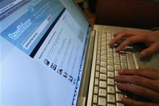 <p>Imagen de archivo de la página de Twitter en un computador en Los Angeles. Oct 13 2009 La página de microblogs Twitter dijo el jueves que su servicio estará ligado a la nueva red social de Apple orientada a la música. REUTERS/Mario Anzuoni/ARCHIVO</p>