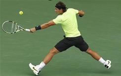 <p>Рафаэль Надаль отбивает удар Гаэля Монфиса на турнире Japan Open в Токио 10 октября 2010 года. Жеребьевка итогового турнира ATP в Лондоне прошла во вторник. REUTERS/Yuriko Nakao</p>