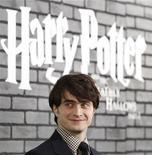 <p>El actor protagonista de la saga de Harry Potter, durante el estreno de la última película en Nueva York. Nov 15 2010 Daniel Radcliffe, de 21 años, ha pasado casi la mitad de su vida como el protagonista de la saga de Harry Potter. REUTERS/Shannon Stapleton</p>