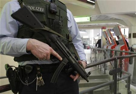 German police officer stands guard in the main hall of Tegel airport in Berlin, November 18, 2010. REUTERS/Tobias Schwarz
