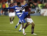 <p>FC Dallas mid-fielder Marvin Chavez (L) and Colorado Rapids mid-fielder Pablo Mastroeni battle for the ball during the first half of their MLS Cup championship soccer match in Toronto November 21, 2010. REUTERS/ Mike Cassese</p>