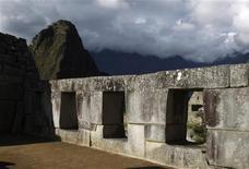 <p>Janelas de Machu Picchu em Cuzco. O governo do Peru informou que a universidade norte-americana de Yale concordou em devolver milhares de artefatos retirados do sítio arqueológico de Machu Picchu no início dos anos 1900. 03/11/2010 REUTERS/Pilar Olivares/Arquivo</p>