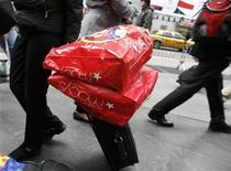 <p>Holiday shoppers walk through Time's Square in New York November 27, 2009. REUTERS/Brendan McDermid</p>
