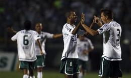 <p>Jogadores do Goiás comemoram viótir sobre o Palmeiras e classificação para a final da Copa Sul-Americana, que garante vaga para a Libertadores o campeão. REUTERS/Paulo Whitaker</p>