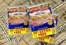 <p>Packages of Bernard Matthews turkey ham are seen in a London supermarket February 10, 2007. REUTERS/Alessia Pierdomenico</p>