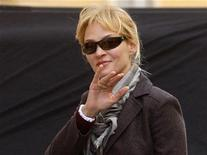 "<p>Uma Thurman arrives for the filming of a scene in her new movie ""Bel Ami"" in Budapest April 8, 2010. REUTERS/Karoly Arvai</p>"