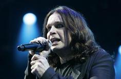 <p>Оззи Осборн выступает на фестивале Hultsfred в Швеции 15 июня 2007 года. 3 декабря 1948 года в Бирмингеме родился британский музыкант, бывший лидер группы Black Sabbath Оззи Осборн. REUTERS/Fredrik Sandberg/Scanpix Sweden</p>
