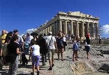<p>Foreign tourists visit the Parthenon atop Athens' Acropolis hill October 15, 2010. REUTERS/Yannis Behrakis</p>
