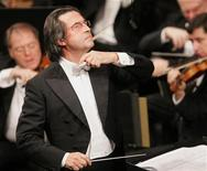 <p>Maestro Riccardo Muti conducts the Vienna Philharmonic Orchestra during a dress rehearsal of a gala concert in celebration of the 250th anniversary of the birth of Wolfgang Amadeus Mozart in Salzburg in this January 26, 2006 file photo. REUTERS/Herwig Prammer</p>