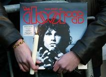 <p>La Floride a amnistié à titre posthume l'icône du rock Jim Morrison, 41 ans après avoir condamné le chanteur des Doors pour son comportement lors d'un concert à Miami entré dans l'histoire. /Photo d'archives/REUTERS</p>