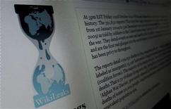 """<p>Imagen de archivo del sitio web de WikiLeaks en un computador en New Jersey. Nov 28 2010 Los intentos de bloquear el sitio web de WikiLeaks pueden provocar nuevos ataques cibernéticos en represalia, en el marco de una """"guerra de datos"""" para proteger la libertad de internet, dijo el jueves el representante de uno de los grupos involucrados. REUTERS/Gary Hershorn/ARCHIVO</p>"""