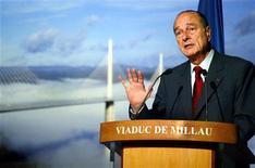 <p>Президент Франции Жак Ширак на церемонии открытия Виадука Мийо 14 декабря 2004 года. 14 декабря 2004 года Жак Ширак торжественно открыл Виадук Мийо, самый высокий в мире мост. Его высота составляет 343 метра, а длина - 2,5 километра. REUTERS/Jean-Philippe Arles</p>
