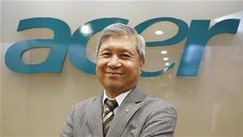 <p>El presidente de Acer, J.T. Wang, posa para una fotografía en un foro sobre inversiones en China organizado por Reuters en Taipéi, dic 14 2010. Acer, el segundo mayor vendedor de computadoras personales del mundo, espera que China constituya más del 20 por ciento de sus ventas totales en cinco años, especialmente gracias a las Tablet PC y a su alianza con la compañía china Founder Technology. REUTERS/Pichi Chuang</p>