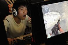 <p>A gamer plays online games at an internet cafe in Taiyuan, Shanxi province, January 23, 2010. REUTERS/Stringer</p>