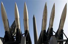 <p>Северокорейские ракеты Scud-B в музее в Сеуле, 24 декабря 2010 года. Северная Корея может провести третьи испытания ядерного оружия в будущем году, чтобы укрепить позиции наследника Ким Чен Ира, сообщило министерство иностранных дел Южной Кореи в пятницу. REUTERS/Jo Yong-Hak</p>