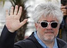 <p>Diretor Pedro Almodóvar no Festival de Cannes, em maio de 2010. Almodóvar terminou a filmagem de sua primeira colaboração em décadas com o ator Antonio Banderas, anunciou a produtora da película na sexta-feira. 15/05/2010 REUTERS/Jean-Paul Pelissier/Arquivo</p>