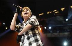 """<p>Foto de archivo del cantante canadiense Justin Bieber durante el concierto Z100 en Nueva York, dic 10 2010. Bieber volverá a """"CSI"""", anunció el martes la cadena que transmite la serie, CBS. El cantante de música pop de 16 años repetirá su rol del adolescente con problemas Jason McCann en el drama criminal en un episodio que saldría al aire el 17 de febrero. La filmación se lleva a cabo esta semana. REUTERS/Lucas Jackson</p>"""