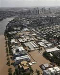 <p>Вид на Брисбен, частично затопленный вышедшей из берегов рекой Брисбен, 13 января 2011 года. Пик наводнения в австралийском Брисбене оказался ниже прогнозируемых уровней, однако на восстановление города после катастрофы может понадобиться не один год. REUTERS/Tim Wimborne</p>