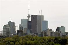 <p>The Toronto Skyline with a condominium building under construction (L) is shown in downtown Toronto, May 14, 2009. C REUTERS/ Mike Cassese</p>