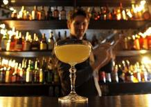 <p>Bar Manager Nicolas de Soto mixes a Calvados-based cocktail at ECC in Chinatown, London December 3, 2010. REUTERS/Toby Melville</p>