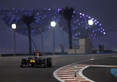 Red Bull Formula One driver Sebastian Vettel of Germany drives during the Abu Dhabi F1 Grand Prix at Yas Marina circuit in Abu Dhabi November 14, 2010. REUTERS/Ahmed Jadallah