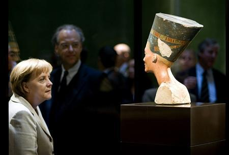 File photo of German Chancellor Angela Merkel looking at the statue of Queen Nefertiti (Nofretete) after a ceremony marking the opening of the Neues Museum (New Museum) in Berlin October 16, 2009. REUTERS/Guido Bergmann/Bundesregierung/Files