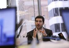 <p>Le PDG de LinkedIn, Jeff Weiner. Le réseau social destiné aux professionnels a l'intention d'entrer en Bourse en 2011, une opération qui devrait permettre de mesurer l'appétit des investisseurs en vue d'une éventuelle cotation de Facebook. /Photo prise le 17 mai 2010/REUTERS/Robert Galbraith</p>