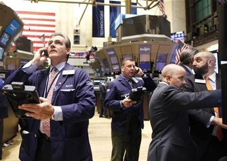Traders work on the floor of the New York Stock Exchange, January 28, 2011. REUTERS/Brendan McDermid