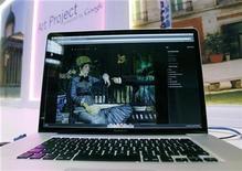 <p>El proyecto artístico de Google visto desde un ordenador en la galería Tate de Londres, feb 1 2011. Google intenta llevar a los hogares las grandes galerías de arte de todo el mundo con una nueva página en internet que ofrece visitas virtuales mediante su tecnología Street View y la capacidad para compilar colecciones privadas e imágenes de alta resolución. REUTERS/Stefan Wermuth</p>