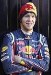 <p>Sebastian Vettel, competidor alemão da Fórumla 1, posa para mídia em Valência. 02/02/2011 REUTERS/Heino Kalis</p>