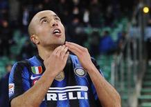 <p>Houssine Kharja, da Inter de Milão, comemora depois de marcar contra o Bari no estádio de San Nicola, 3 de fevereiro de 2011. REUTERS/Image Sport</p>
