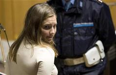 <p>U.S. student Amanda Knox looks on as she is led from court after a murder trial session in Perugia, November 20, 2009. REUTERS/Alessandro Bianchi</p>
