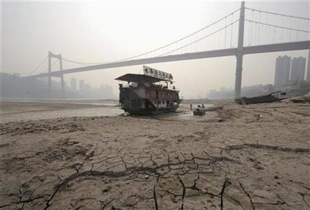 A floating restaurant stranded in a branch of the Yangtze River during a drought in Chongqing Municipality, March 21, 2010. REUTERS/Stringer
