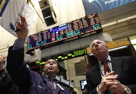 Traders work on the floor of the New York Stock Exchange, February 1, 2011. REUTERS/Brendan McDermid