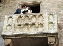"""<p>Luca Ceccarelli (L) kisses his wife Irene Lanforti after getting married at Casa di Giulietta in Verona June 1, 2009. Casa di Giulietta, or Juliet's House, is a museum dedicated to Shakespeare's """"Romeo & Juliet"""" play. The museum contains frescoes, paintings and other artefacts related to the story. Ceccarelli and Lanforti are the first couple recorded to marry at the 'Juliet's balcony', claimed by locals to be the very same balcony Juliet cried out for her lover Romeo. REUTERS/Alessandro Garofalo</p>"""