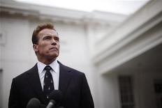 """<p>Арнольд Шварценеггер перед Белым Домом в Вашингтоне, 22 февраля 2010 года. Бывший губернатор Калифорнии и звезда фильмов """"Терминатор"""" Арнольд Шварценеггер возвращается в киноиндустрию. REUTERS/Jason Reed</p>"""