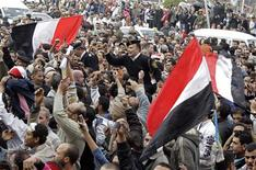 <p>An Egyptian policeman is carried by opposition supporters in Tahrir Square in Cairo February 13, 2011. REUTERS/Suhaib Salem</p>