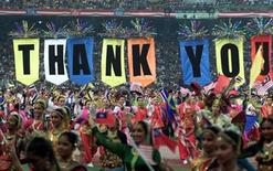 """<p>Malaysians carry the words """"thank you"""" while performing during the closing ceremony of the 21st Southeast Asian (SEA) Games in Kuala Lumpur September 17, 2001. REUTERS/Zainal Abd Halim</p>"""