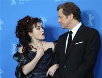"""<p>Foto de archivo de la actriz Helena Bonham Carter y el actor Colin Firth durante la presentación de la película """"The King's Speech"""" en el Festival de Cine de Berlín, feb 11 2011. Después de pasar por los principales premios de Hollywood sin apenas un traspié, el filme """"The King's Speech"""" se ha convertido en el candidato a barrer en los premios Oscar, aunque eso podría cambiar. REUTERS/Fabrizio Bensch</p>"""