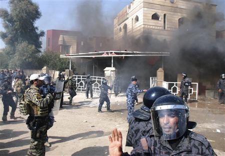 Riot policemen are deployed outside Wasit provincial council during a protest in Kut, southeast of Baghdad, February 16, 2011. REUTERS/Jaafer Abed