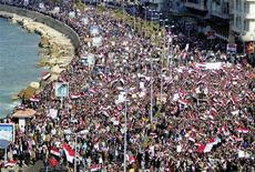 """<p>Тысячи египтян участвуют в антиправительственном протесте в Александрии 11 февраля 2011 года. На улицах египетских городов в пятницу проходит """"марш победы"""" - через неделю после ухода в отставку президента Хосни Мубарака, правившего страной на протяжении 30 лет. REUTERS/Stringer</p>"""