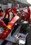 <p>Piloto da Ferrari Felipe Massa durante um teste de pré-temporada da F1 em Valencia, no começo do mês. 03/02/2011 REUTERS/Heino Kalis</p>