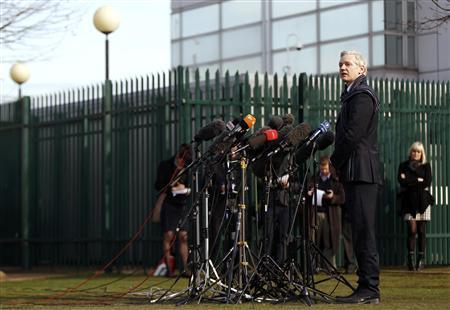WikiLeaks founder Julian Assange addresses the media outside Belmarsh Magistrates' Court in London February 24, 2011. REUTERS/Stefan Wermuth