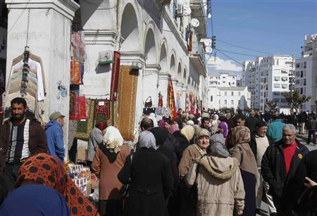 People flock to a street where people sell wares in Algiers March 1, 2011. REUTERS/Louafi Larbi
