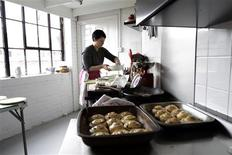 <p>Alexis Coleman works in the kitchen during a Lex Eat brunch at her apartment in London, March 5, 2011. Secret supper clubs -- word of mouth dining clubs usually in people's homes -- have been springing up all over London in the last two years, providing adventurous foodies with the chance to eat in intimate and very personal settings. REUTERS/Simon Newman</p>